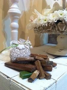 Sacchetto in cotone con ciondolo in porcellana