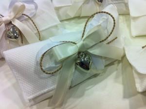 Sacchetti in cotone con ciondolo a firma di cuore in metallo